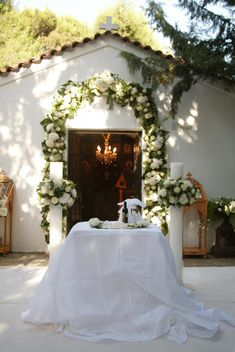 Wedding Candles By Religion Wedding Table Flowers, Wedding Ceremony Decorations, Wedding Ideas Board, Wedding Inspiration, Chapel Wedding, Dream Wedding, Orthodox Wedding, Catholic Wedding, Greek Wedding Traditions
