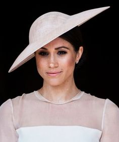 Click here to see why people are tattooing freckles on their faces, just like Meghan Markle. #MeghanMarkle #RoyalWedding #PrinceHarry #Suit #hat #freckly #beauty #makeup #tattoo #facetattoo #tinytattoo #daintytattoo