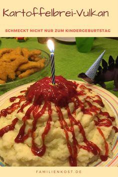 Sucht ihr noch nach einem leckeren und einfachen Essen für den Kindergeburtstag? Wie wäre es mit einem Kartoffelbrei-Vulkan als Fun Food? Der passt nicht nur zur Dinosaurier-Party: http://www.familienkost.de/dino_party_kindergeburtstag.php