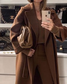 Casual chic outfit in rich shades of brown. – Outfits for Work Casual chic outfit in rich shades of brown. Casual Chic Outfits, Casual Chique, Work Casual, Cute Outfits, Work Outfits, Fall Outfits, Fashionable Outfits, Trend Fashion, Look Fashion