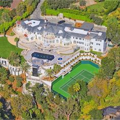 this mansion is literally house goals af Mansion Homes, Dream Mansion, Design Your Dream House, House Design, Mega Mansions, Luxury Homes Dream Houses, Castle House, Dream House Exterior, Big Houses