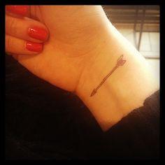 Photo by marielamalice - tatouage temporaire - La flèche - http://www.bernardforever.fr/products/oh-lamour-le-retour