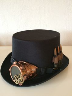 "This steampunk hat is called ""last man standing"" http://steampunk-heaven.nl/product/zwarte-steampunk-hoed-last-man-standing/"