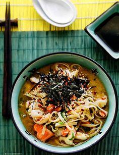 Суп-лапша из лосося с креветками