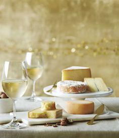 Accompagnez vos fromages du Château St-Jean, un chardonnay aromatique et rond.