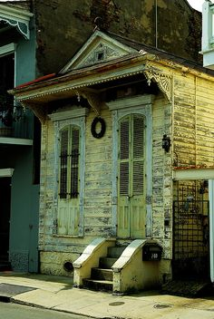 New Orleans shotgun house I grew up in one of these. Iconic New Orleans.