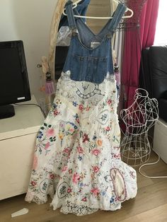 Folk Fashion, Denim Fashion, Boho Gypsy, Jeans Refashion, Denim Ideas, Altered Couture, Made Clothing, Linens And Lace, Textiles