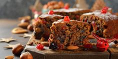 Leftover Christmas cake can be put to great uses, and even works for edible last-minute gifts Christmas Cake Pops, Christmas Chocolate, Sugar Free Chocolate, Melting Chocolate, Cocoa Cake, Baking Soda And Lemon, Glass Serving Bowls, Plum Cake, Caking It Up