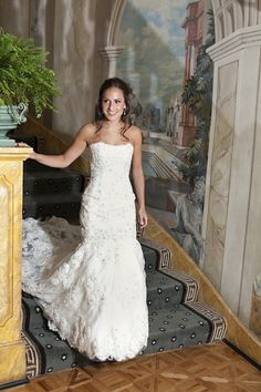 Photograph by: Gruber Photographers  |  Bridal Gown by: Monique Lhuillier