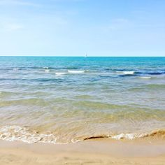 14 Hidden Ontario Beaches You Never Knew Existed - Narcity Ontario Beaches, Vacation Destinations, Vacations, Ontario Travel, Lake Painting, Lake Huron, Toronto Life, Travel Oklahoma, New York Travel