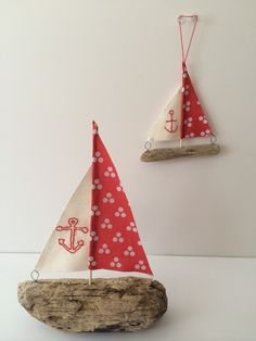 Spread a bit of nautical cheer this Christmas and try your hand at our driftwood Christmas tree decorations