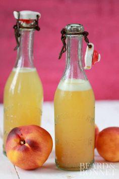Homemade Ginger Peach Soda {Beard and Bonnet} - Mode de vie sain Summer Drinks, Fun Drinks, Healthy Drinks, Beverages, Milk Shakes, Soda Stream Recipes, Ginger Peach, Ginger Bug, Ginger Syrup