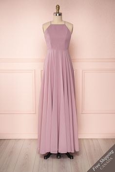 Lilac purple chiffon A-line gown with halter neckline and cross straps. Cute Prom Dresses, Grad Dresses, Prom Dresses Online, Plus Size Maxi Dresses, Simple Dresses, Robes D'inspiration Vintage, Fashion Through The Decades, Beautiful Long Dresses, Frocks For Girls