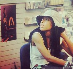 Rare Aaliyah photo. So beautiful ♡