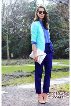 Love this blue monochromatic look.