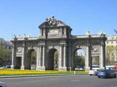 Madrid: Puerta de Alcalá.
