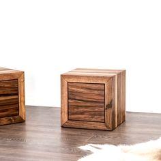 Der Nachttisch aus Schweizer Nussbaumholz wird nach Deinem Wunsch hergestellt. Furniture, Home Decor, Wood Working, Dinner Table, Set Of Drawers, Oak Tree, Rustic, Swiss Guard, Wish