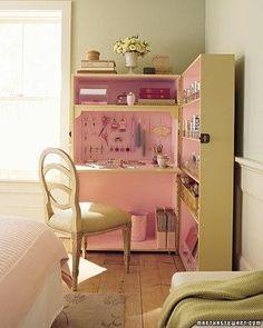 armoires de bureau à domicile avec ordinateur de bureau et des étagères de stockage
