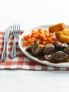 Stoofvlees met Leffe-chocoladesaus en peekes http://njam.tv/recepten/stoofvlees-met-leffe-chocoladesaus-en-peekes