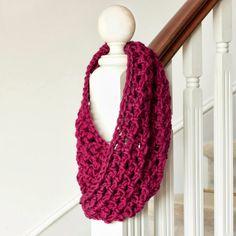 Basic Chunky Cowl Crochet Pattern  Seems easy enough.