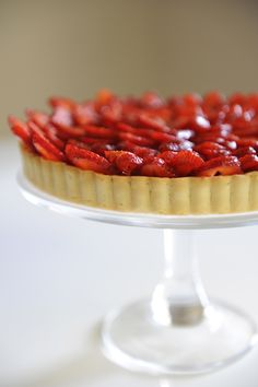 délicieux and easy strawberry tart Köstliche Desserts, Delicious Desserts, Yummy Food, Tasty, Fruit Recipes, Summer Recipes, Dessert Recipes, Strawberry Recipes, Yummy Treats