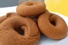Moustokouloura - soft Cypriot/Greek cookies made with grape must. Greek Sweets, Greek Desserts, Greek Recipes, Greek Cookies, Almond Cookies, Cake Mix Cookie Recipes, Dessert Recipes, Cyprus Food, Food Network Recipes