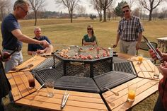 The perfect grill for barbecue lovers. It is octagonal.  Although there are many grills on the market, few allow the host to share fully with the guests, he always has to be aware of fire and cooking food. With the JAG, all gather beside the coal and prepared meats to your liking.