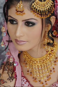 Pakistani Bride ~ So very beautiful Bride Necklace, Indian Bridal Wear, Asian Bridal, Exotic Women, We Are The World, Bridal Portraits, Bridal Makeup, Bridal Beauty, Most Beautiful Women