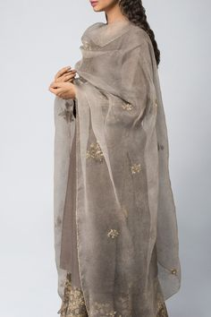 Good Earth brings you luxury design crafted by hand, inspired by nature and enchanted by history, celebrating India's rich history and culture through original, handcrafted products. Indian Attire, Indian Wear, Indian Dresses, Indian Outfits, Indian Clothes, Pakistani Dress Design, Kurta Designs, Indian Designer Wear, Traditional Outfits