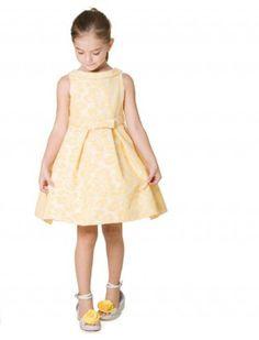 Yellow dress. Pili Carrera.