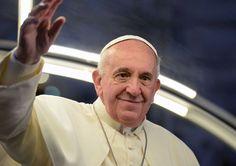 El Papa Francisco preside la ceremonia del Vía Crucis, en la playa de Copacabana, en Río de Janeiro, hoy. (AFP)