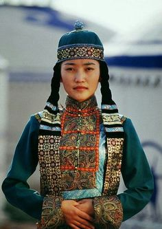 Portrait of a woman in traditional clothing of Mongolia Folk Costume, Costumes, People Around The World, Around The Worlds, Costume Ethnique, Beautiful People, Beautiful Women, Beauty Around The World, World Cultures