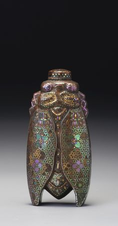 A LAC-BURGAUTE LACQUER 'CICADA' SNUFF BOTTLE<br>JAPAN, LATE 19TH / EARLY 20TH CENTURY | lot | Sotheby's