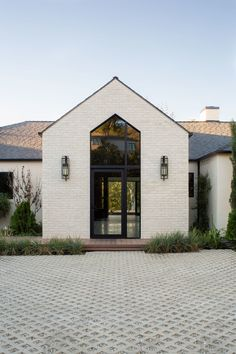 Farmhouse Exterior Design Ideas - Search farmhouse exterior home design pictures. Discover decor ideas and also building ideas to enhance your house's farmhouse exterior and also exterior as . Style At Home, Stommel Haus, Future House, My House, Modern Homes For Sale, Dream House Exterior, House Ideas Exterior, Ranch Exterior, Stucco Exterior