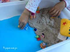 playa arena cinetica Diy Art, Arts And Crafts, Kids Rugs, Home Decor, Sand Play, Sensory Table, Mesas De Luz, Beach, Decoration Home