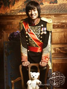 Princess Hours Photo: Kim Jeong Hoon as Lee Yul Goon Korean Drama Stars, Korean Drama Movies, Korean Star, Korean Dramas, Handsome Prince, Handsome Actors, Korean Celebrities, Korean Actors, Teddy Bear Names