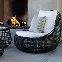VINO lounge chair and side table by Janus et Cie. Outside Furniture, Backyard Furniture, Outdoor Lounge Furniture, Outdoor Rooms, Outdoor Chairs, Outdoor Living, Outdoor Decor, Chair Design, Furniture Design