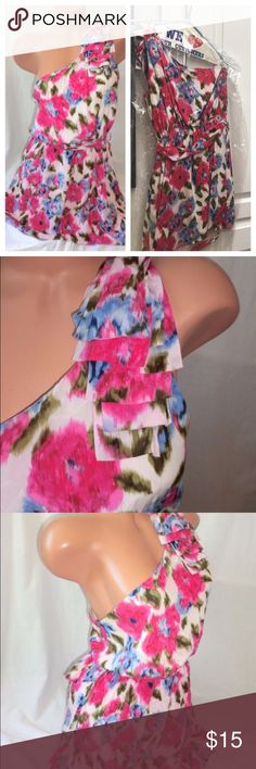 🆕 One shoulder floral dress I am sad to see this one go! You would never think this came form Forever 21, the colors and style are amazing. One shoulder with matching belt and lined. 33 inches shoulder to hem. Just dry cleaned. Forever 21 Dresses Mini