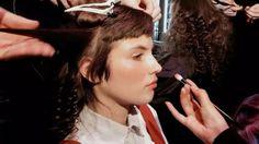 강렬한 핫핑크로 물든 로베르타 아이너(Roberta Einer) 백스테이지 현장입니다 섬세하고 사랑스러운 뷰티 디테일 좀 보세요 #런던패션위크 #런던뷰티 #LFW #londonfashionweek @robertaeiner @avedauk  via MARIE CLAIRE KOREA MAGAZINE OFFICIAL INSTAGRAM - Celebrity  Fashion  Haute Couture  Advertising  Culture  Beauty  Editorial Photography  Magazine Covers  Supermodels  Runway Models