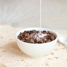 Healthy Cocoa Crispies grain-free, gluten-free, and NO refined sugar! raw buckwheat groats 3 T. cocoa powder 5 T. maple syrup ½ t. sea salt 1 t. Chocolate Cereal, Cocoa Cereal, Cereal Milk, Paleo Chocolate, Homemade Chocolate, Whole Food Recipes, Vegan Recipes, Free Recipes, Buckwheat Recipes