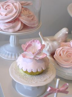 Cupcake: Birds and flowers!