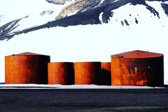 This looks could be on too, but it's old station boilers at not in use anymore. Deception Island, Rooftops, Antarctica, Travel Inspiration, Whale, How To Make Money, Nyc, Boat, Cool Stuff