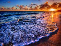 Bello amanecer en la playa