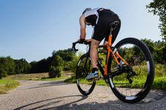 A triathlete is cycling. Athlete in a triathlon in cycling in a worm eye's view , Triathlon Training, Strength Training Workouts, Training Plan, Training Tips, Mtb Training, Sprint Triathlon, Training Exercises, Cycling Tips, Cycling Workout