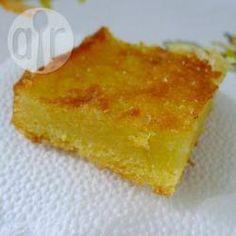 Bolo quindim @ allrecipes.com.br - Bolo delicioso que leva pouca farinha e fubá e fica bem cremoso, parecendo um quindim. Uma delícia!
