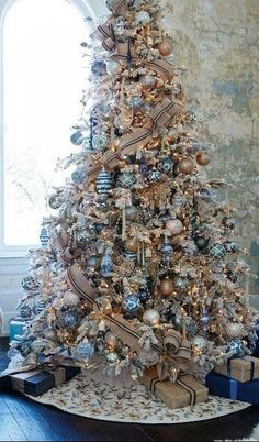 99 Popular White Christmas Design And Decor Ideas - , - Are you dreaming of a white Christmas? How about putting white artificial trees at home? White artificial Christmas trees are simple but elegant. Rose Gold Christmas Decorations, Elegant Christmas Trees, Silver Christmas Tree, Christmas Tree Design, Christmas Tree Themes, Xmas Decorations, White Christmas, Christmas Trends 2018, Flocked Christmas Trees Decorated
