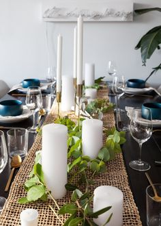 Simple winter tablescapes—either would look fabulous on a live edge table!  #liveedge #tablescapes #entertaining