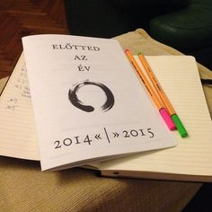 """""""Egy kis szombati munkanap utáni évrendezés :) #evrendezes #mogottedazev #eviranytu #yearcompass"""""""