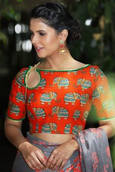 Latest Blouse Designs - Boatneck Blouse The much awaited list is here Ladies. Have a look at the latest blouse designs trends for this year. The list will surely amaze you. Read on. Blouse Designs Catalogue, Best Blouse Designs, Saree Blouse Neck Designs, Bridal Blouse Designs, Blouse Sari, Shagun Blouse Designs, Modern Blouse Designs, Kalamkari Blouse Designs, Mehandi Designs
