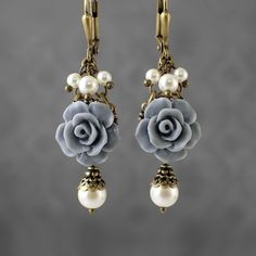 Dusty Blue Resin Rose Earrings - Swarovski Pearl Ivory and Gray Blue Victorian Jewelry Shabby Rose Jewelry Neo Victorian Flower Earrings - Earing patterns - Accessories Gold Star Earrings, Flower Earrings, Beaded Earrings, Earrings Handmade, Beaded Jewelry, Silver Jewelry, Handmade Jewelry, Diy Swarovski Earrings, Silver Ring